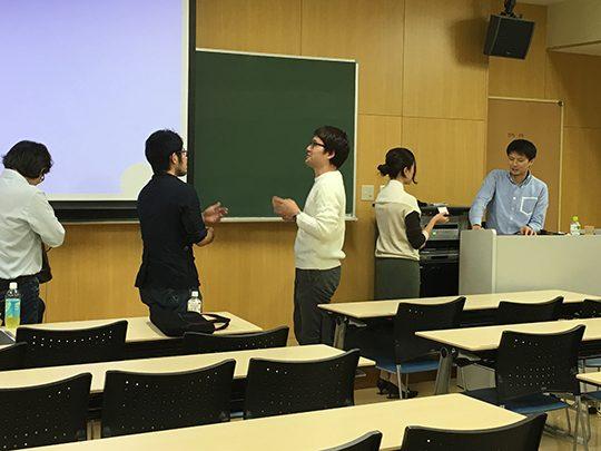 参加者の方からは講義後も質問が相次ぎました。